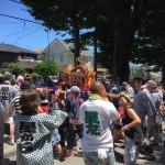 市内の夏祭りを回っております。