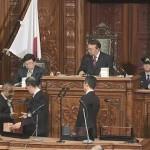 深夜にわたる国会で、内閣不信任案が審議され、与党・維新による賛成多数により否決されました。