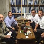 今夜は政治の師 藤井裕久先生の事務所で、岸浪たかし団長と関根まさごろう市議と一緒に関根市議の結婚披露宴報告会を行いました。