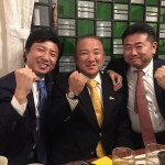 3人のネクタイは信号機色  今夜は立憲民主党の青柳陽一郎さん、高井たかしさんと党派を超えた会合です。