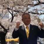 本日は、春バージョン用の名刺写真の撮影にて、西門商店街沿いの満開の桜をバックに撮影中です!