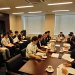 衆議院災害対策特別委員会 理事懇が行われ、望月義夫委員長を中心に、内閣府などから大阪北部地震の現状報告を受けました。