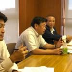 長友よしひろ県議、小田貴久市議と一緒に リニア中央新幹線建設による用地交渉の問題について、地元橋本地区の皆さんからお話を聞かせていただいております。