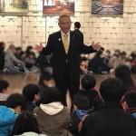 朝から国会見学の小学六年生をお迎えし、 昨日の第二次補正予算のお話などを中心にお話させていただきました。