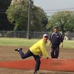 少年野球大会の始球式からスタート。