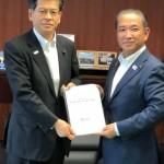 石井大臣には、国会議員のときから、国土交通委員として大変お世話になってまいりました。