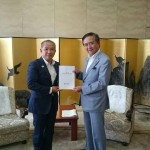 神奈川県の黒岩知事に、令和2年度の本市からの予算要望書をお渡しさせていただきました。