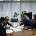 中津川市の青山市長が市役所にお越しをいただき、リニア中央新幹線の駅誘致による街づくりや、車両基地対応などについて、意見交換をさせていただきました。