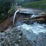 台風19号の被害により、来年予定されている東京オリンピック・パラリンピック大会の自転車ロードレースのコースとなっている国道413号でも土砂崩れが発生しております。