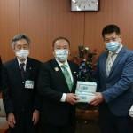 都内に本社を置くBHグループの柏井貴志会長から本市にマスクを寄贈いただきました。