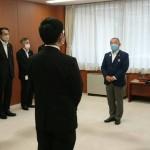 令和2年8月1日付け新規採用職員をお迎えし、人事発令式を行いました。
