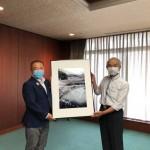 市内写真家の奥山芳雄さんより、ご自身が撮影された「道志川」のお写真をいただきました。